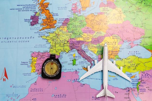 Brujula Colocada En El Mapa Viajes Conceptuales Mapas Con