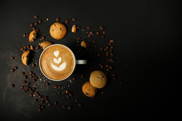 Café con leche con galletas y frijoles coffiee Foto gratis