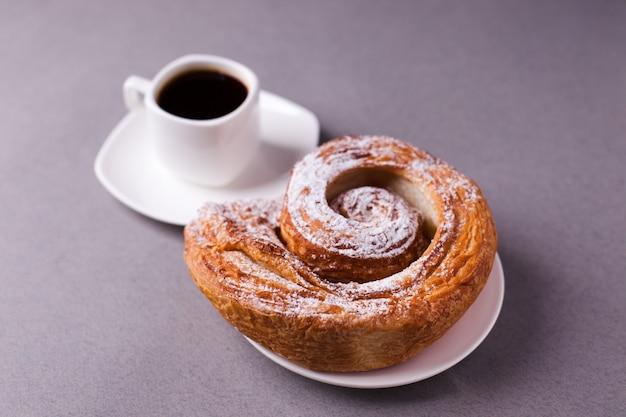 Café de la mañana y galletas Foto Premium