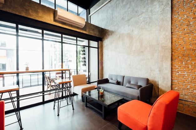 Cafetería y sala de estar tipo loft. Foto gratis