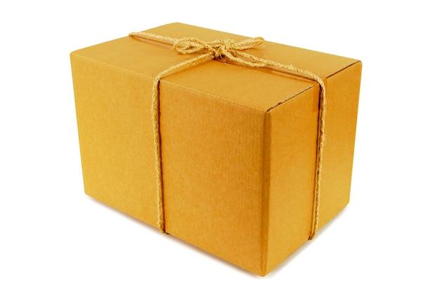 Caja de cartón atada con cuerda Foto gratis