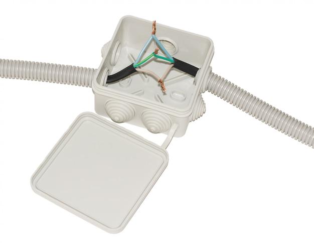 Caja de conexiones para cableado eléctrico con cables. Foto Premium
