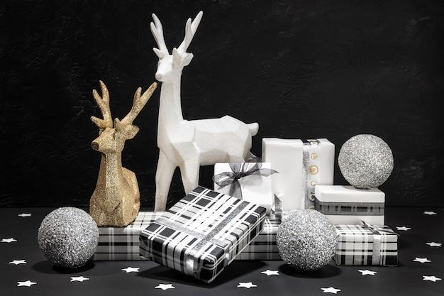 Caja de regalo y decoración navideña. concepto de navidad. Foto Premium