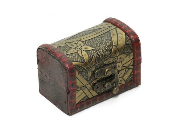 Caja del tesoro, caja de almacenamiento antigua vintage aislada Foto Premium