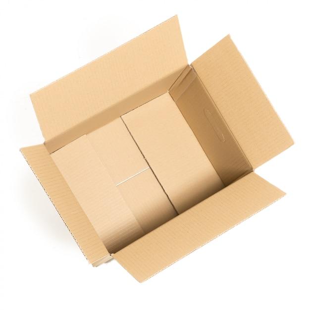 Caja vacía y abierta en el blanco Foto gratis