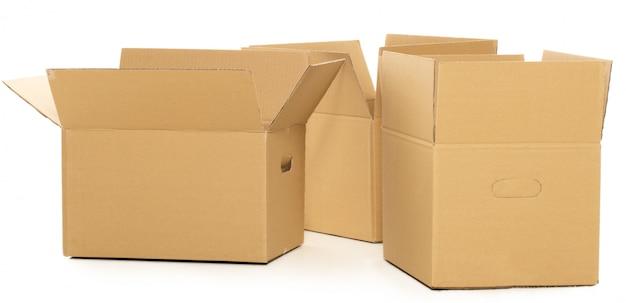 Cajas vacías y abiertas en el blanco Foto gratis