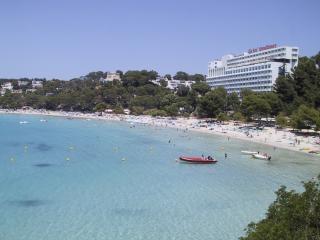 Sindicatos en Baleares aceptan aplazar un año el aumento de sueldo en hostelería.