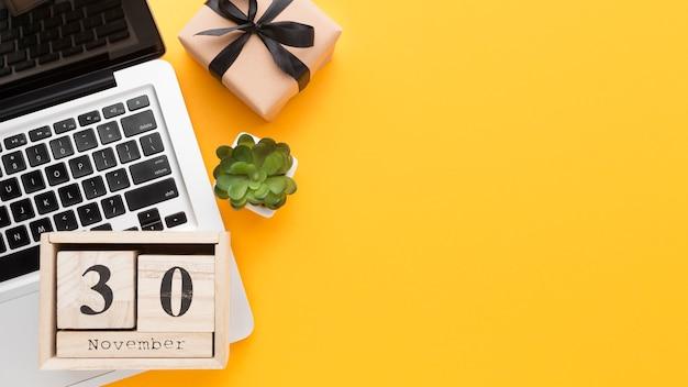 Calendario y portátil de vista superior Foto Premium