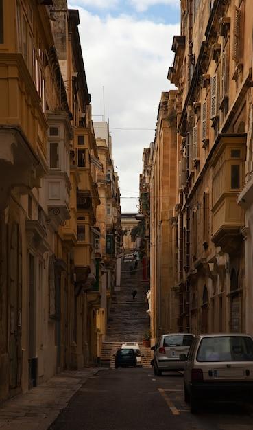 Calle en una vieja ciudad europea Foto gratis