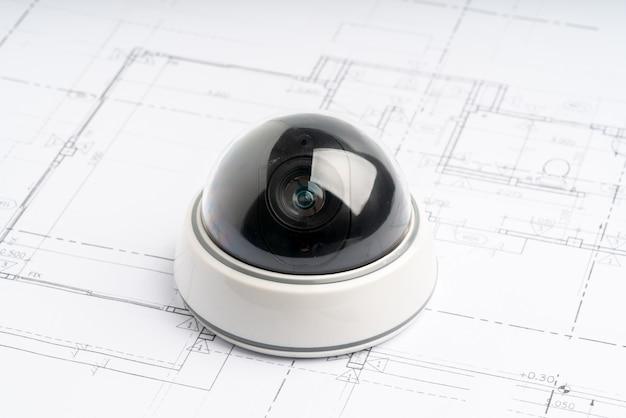 Cámara de seguridad cctv en línea con plano de la casa Foto Premium