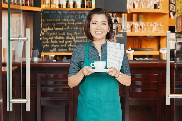 Camarera de la cafetería Foto gratis