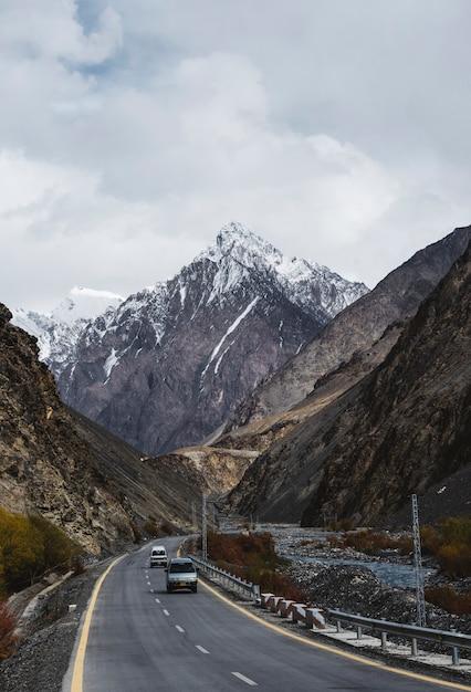 Camino a las montañas del himalaya Foto Premium