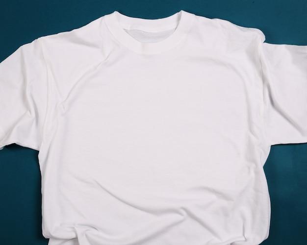 Camisa blanca Foto gratis