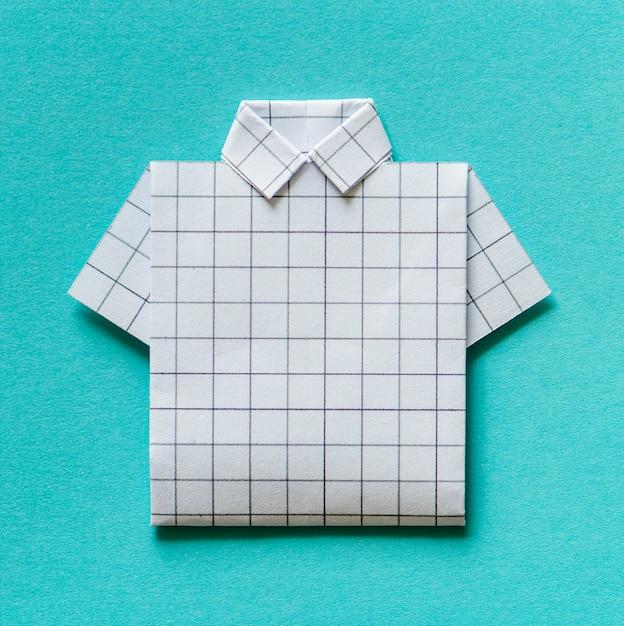 4884320e2 Camisa doblada origami papel artesanal. Foto gratis