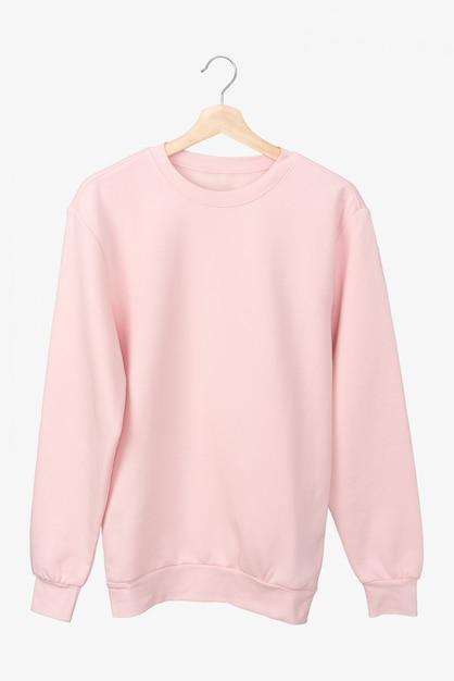 Camiseta rosa pastel manga larga en una percha. Foto Premium