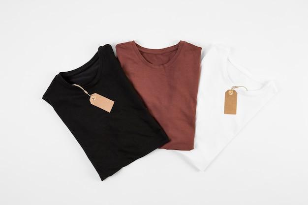 Camisetas negras, rojas y blancas Foto Premium