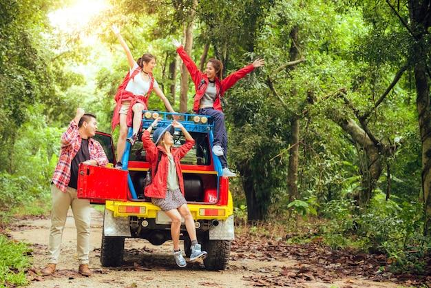 Campo chica viaje Foto gratis