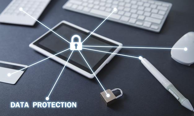 Candado con objetos comerciales. seguridad de internet y tecnología Foto Premium