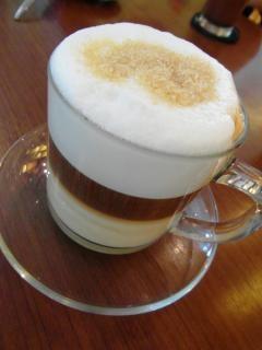 Capas de caf con leche en la taza de cristal descargar for Capacidad taza cafe con leche