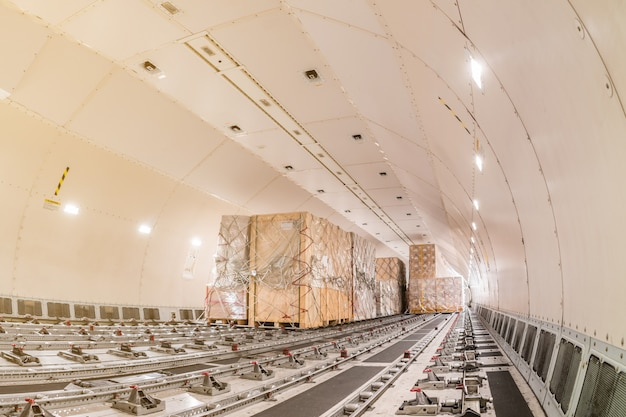 Carguero de carga aerea Foto Premium