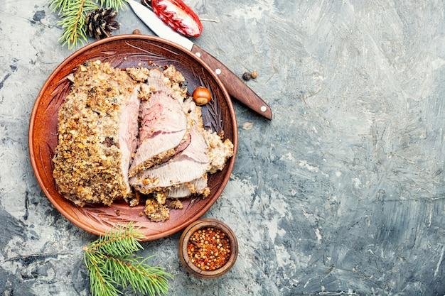 Carne de navidad asada en rodajas Foto Premium