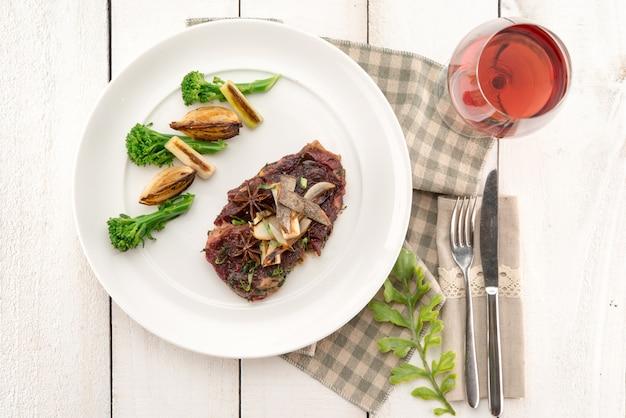 Carne de res ahumada Foto gratis