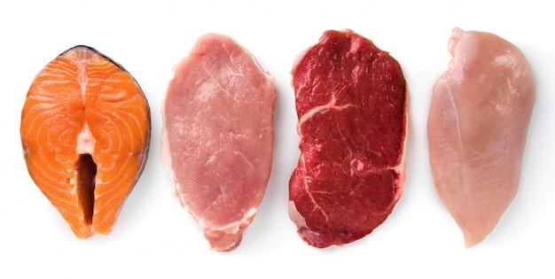 Carne de res, cerdo, pollo, pescado aislado Foto Premium
