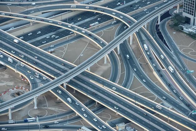 Carreteras en el centro de dubai Foto Premium