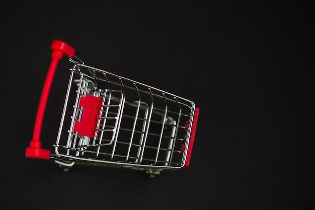 Carrito de supermercado pequeño juguete Foto gratis