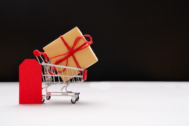 Carro de la compra y bolsas con caja de regalo, venta en un solo día de china 11.11 Foto Premium