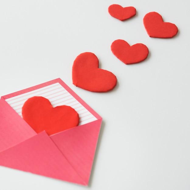 Carta De Amor Del Corazón Sobre La Dispersión Descargar Fotos Premium