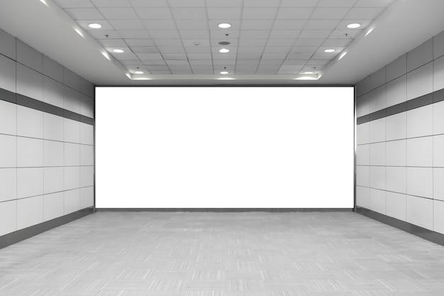 Cartelera en blanco en metro. útil para su publicidad. Foto Premium