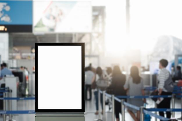 Cartelera publicitaria en blanco en el aeropuerto. Foto Premium