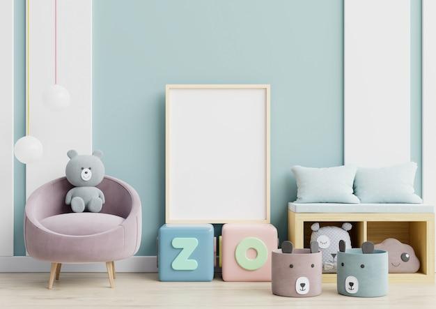 Carteles en habitación infantil interior pared azul. Foto Premium