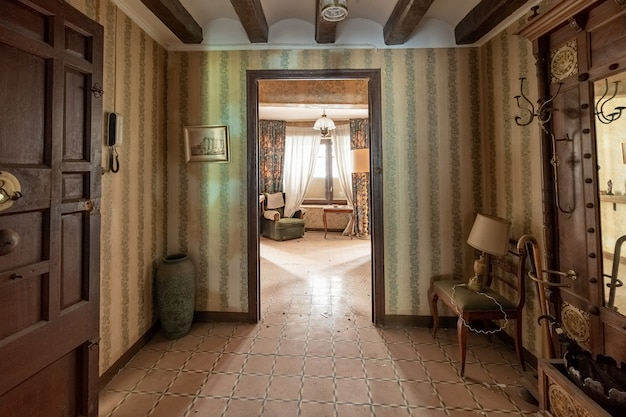 Casa antigua con muebles clásicos Foto Premium