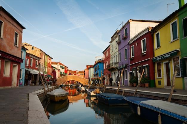 Casa colorida vieja riviera italia descargar fotos gratis for Foto casa gratis