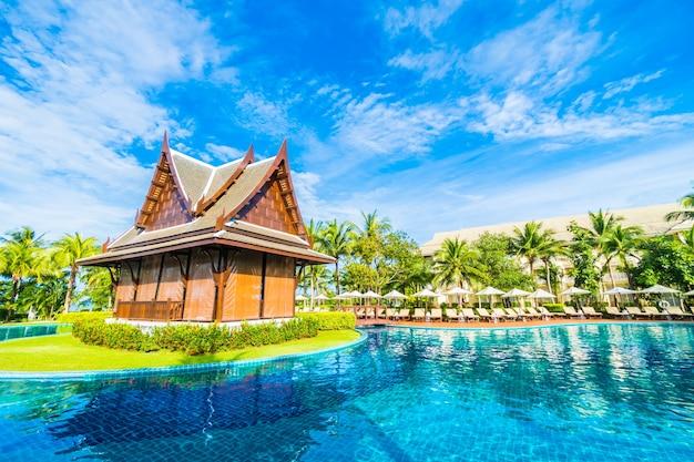 Casa peque a en la piscina descargar fotos gratis for Foto casa gratis