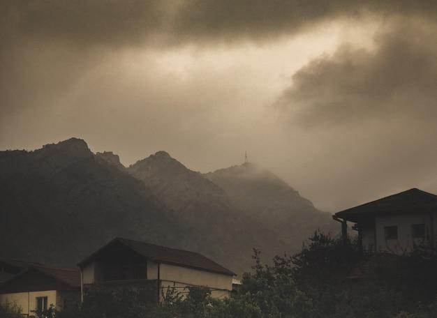 Casas antiguas en pueblo armenio Foto gratis