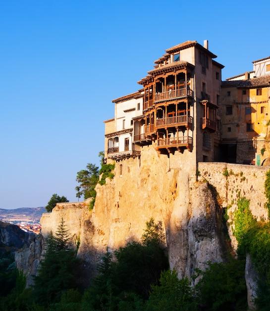 Casas colgantes sobre rocas en cuenca descargar fotos gratis for Foto casa gratis