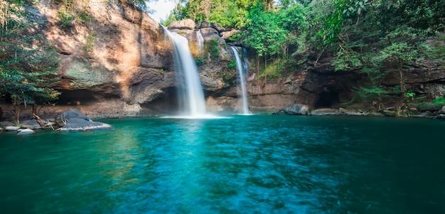 Cascada de haew su thad, parque nacional de khao yai, tailandia Foto Premium