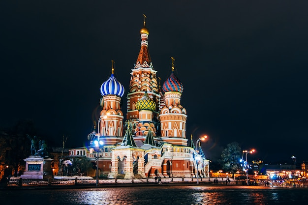 Saint basil's cathedral on red square, moscow, russia. night Premium Photo