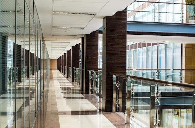 Centro de negocios pasillo interior vidrio Foto Premium