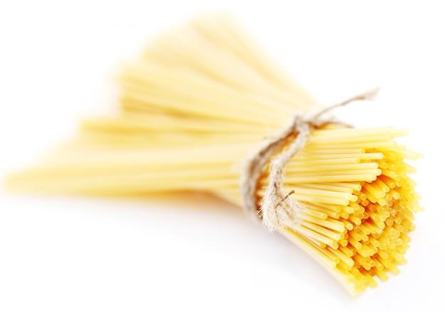Cerca de espaguetis crudos Foto gratis