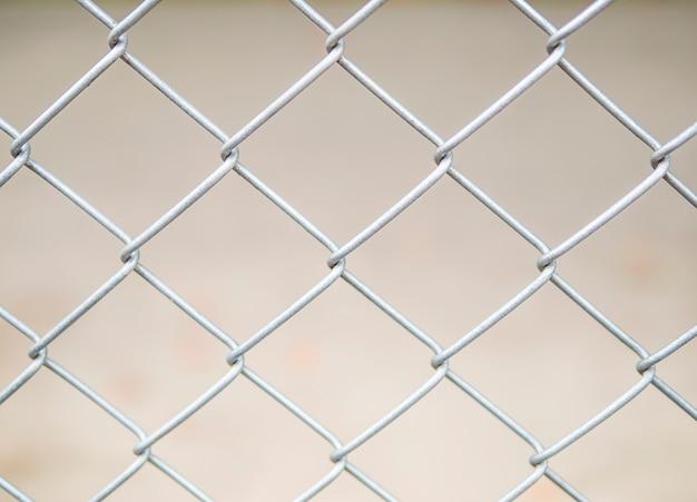 Cerca del fondo de la cerca de malla de alambre de acero Foto gratis
