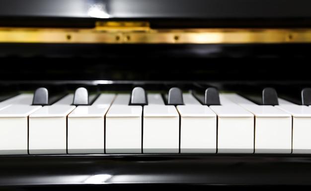 Cerca de las teclas de piano Foto gratis