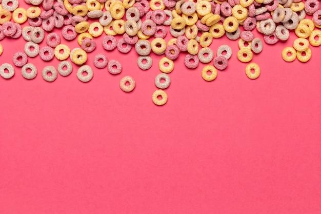 Cereales de frutas con copia espacio de fondo Foto gratis