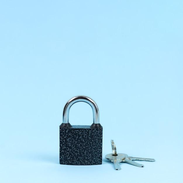 Cerradura y llaves como símbolo del concepto de seguridad. Foto Premium