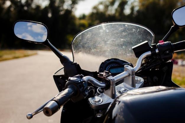 Cerrar el parabrisas de la motocicleta Foto gratis