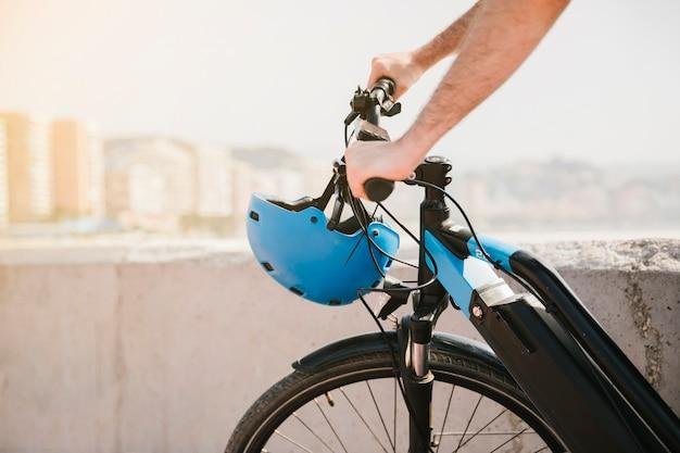 Cerrar la parte delantera de una bicicleta eléctrica. Foto gratis