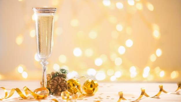 Champaña lista para traer en año nuevo, tarjeta de navidad, navidad Foto Premium